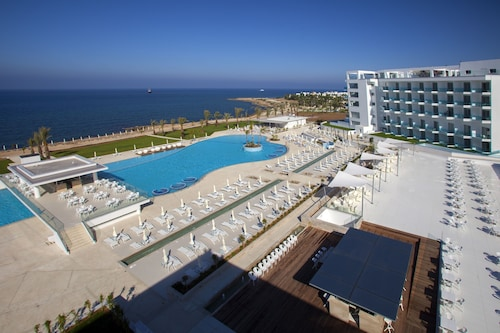 . King Evelthon Beach Hotel & Resort