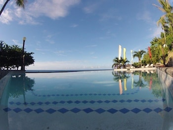 Santiago Bay Garden & Resort Cebu Outdoor Pool