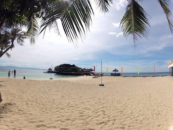 Mangodlong Rock Resort Cebu Beach