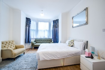 United Lodge Hotel & Apartments - Guestroom  - #0