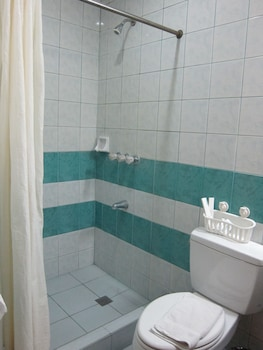 Oftana Suites Cebu Bathroom