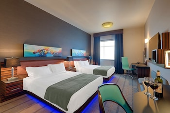 Single Room, 2 Queen Beds, Park, Stay and Fly 14 Days