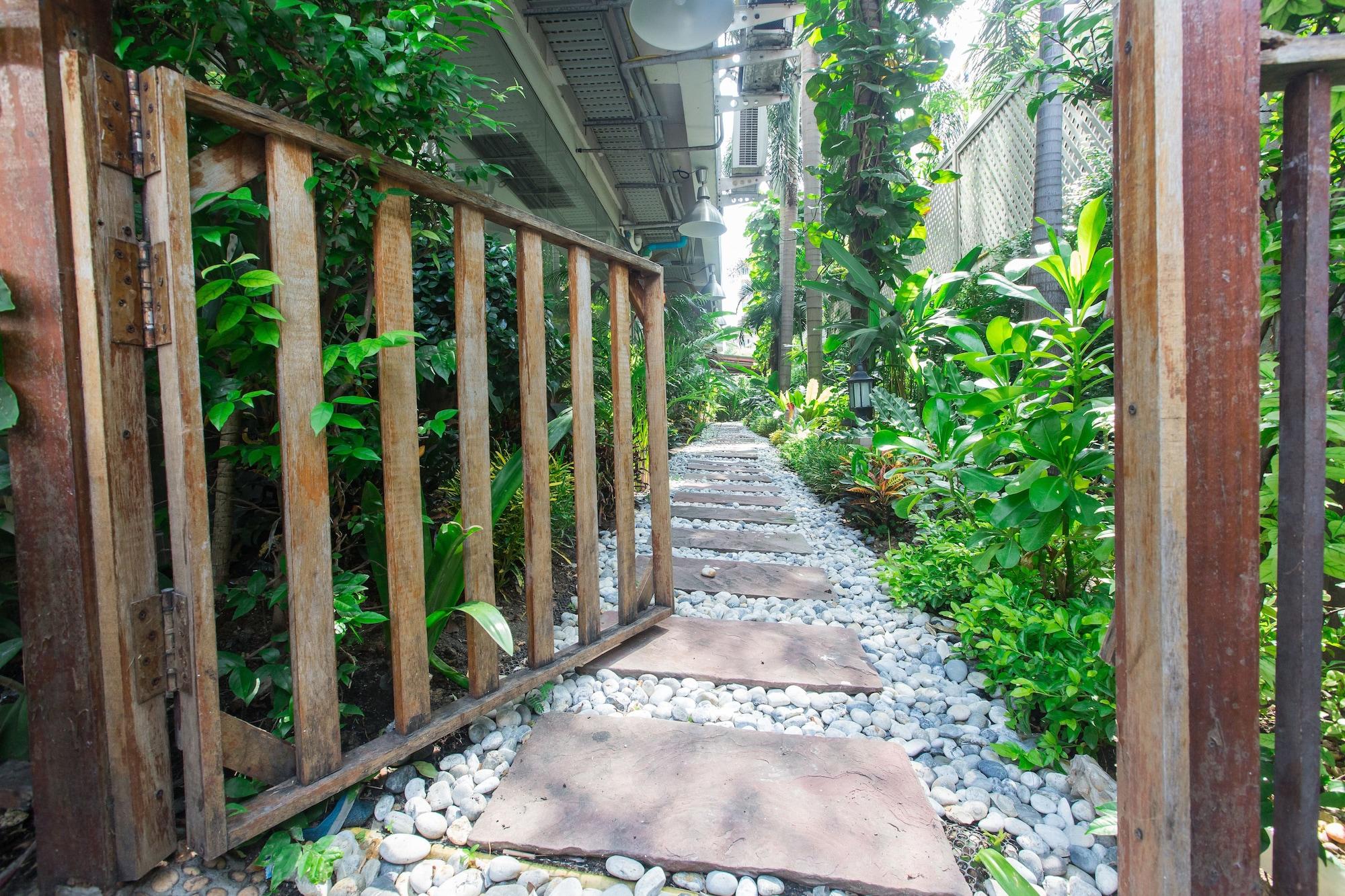 Three Seasons Place, Bang Kapi