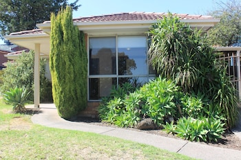 Hotel - Australian Home Away @ East Doncaster Andersons Creek 1
