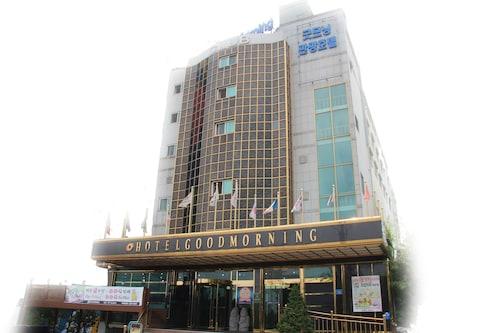 Good Morning Hotel, Dong