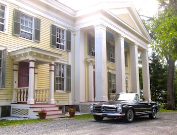 Oakcliff Bed and Breakfast (Halfmoon/Saratoga County) photo