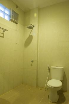 Catur Adi Putra Hotel - Bathroom  - #0