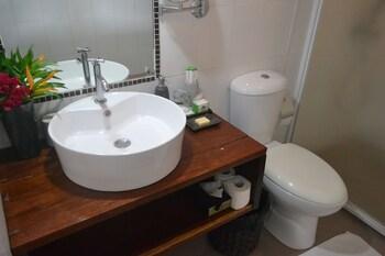 Cadlao Resort & Restaurant El Nido Bathroom