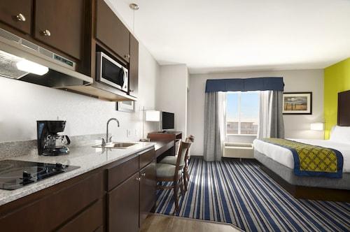 Hawthorn Suites By Wyndham Midland, Midland