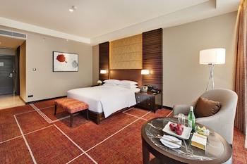 Hyatt Regency Manila Guestroom