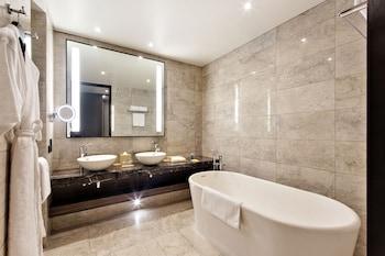 Hyatt Regency Manila Bathroom