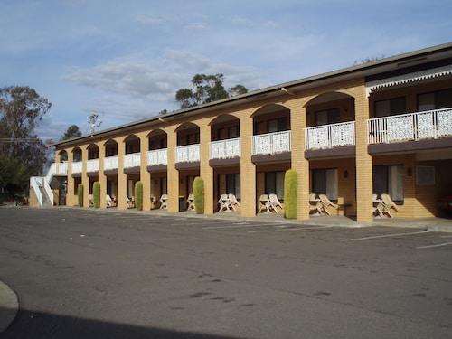 . Lakeview Motel
