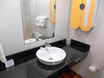 Studio 6 Kenedy TX - Bathroom  - #0